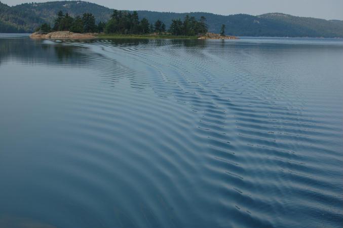 Still water wake, Baie Fine