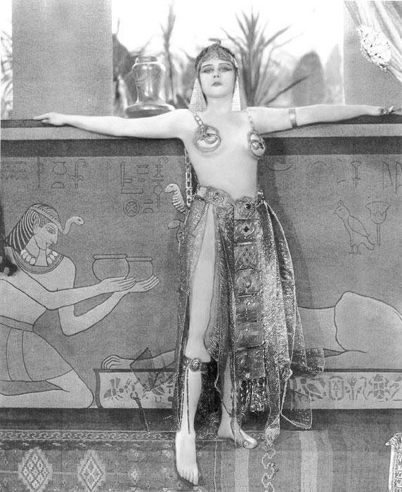 Theda Bara,1917 film Cleopatra.