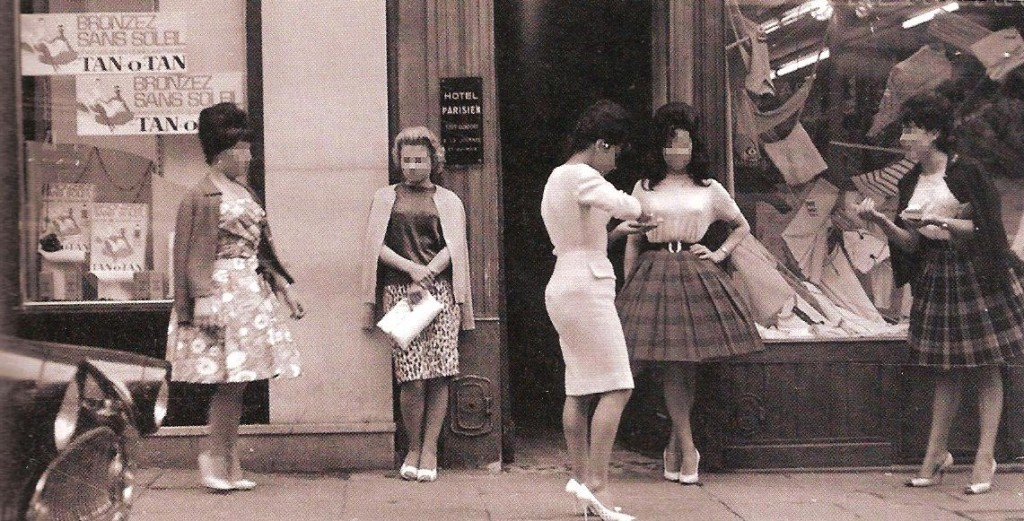 Prostitutes rue Saint Denis, 1960.